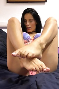 Lexi Dona Teases In This Footsie Picture