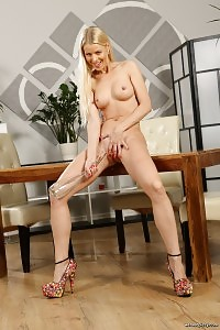 Lynna Nilson Rubs Her Pussy And Pees On A Table