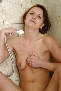 Hairy Mature Ghetto Bringing The Shower Head Gave Her To Squirt!